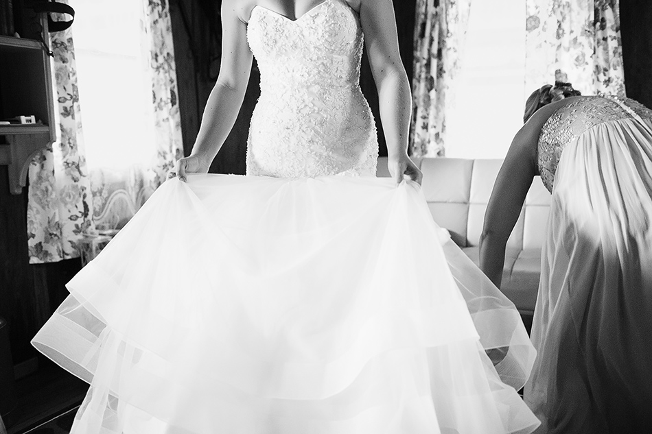 black and white wedding photographer sunshine coast or brisbane