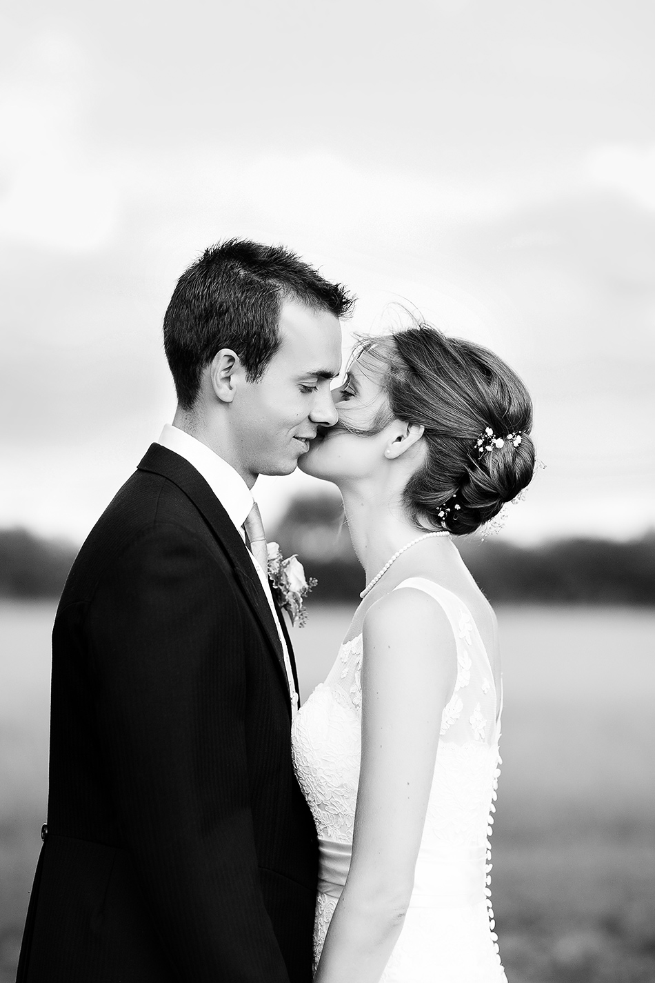 brisbane wedding photographer black and white wedding photography portrait of a bride and groom in a field
