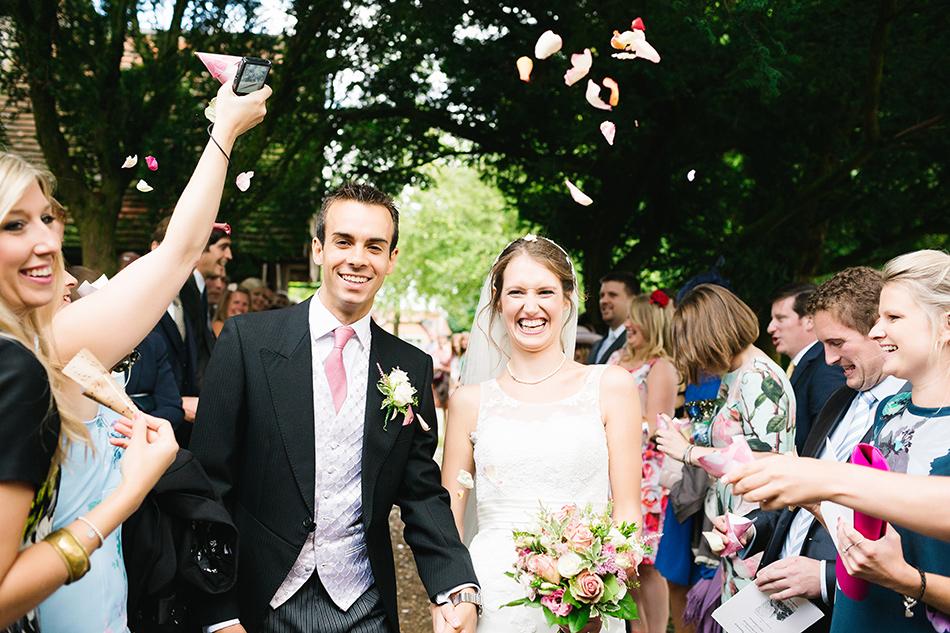 confetti photo wedding day