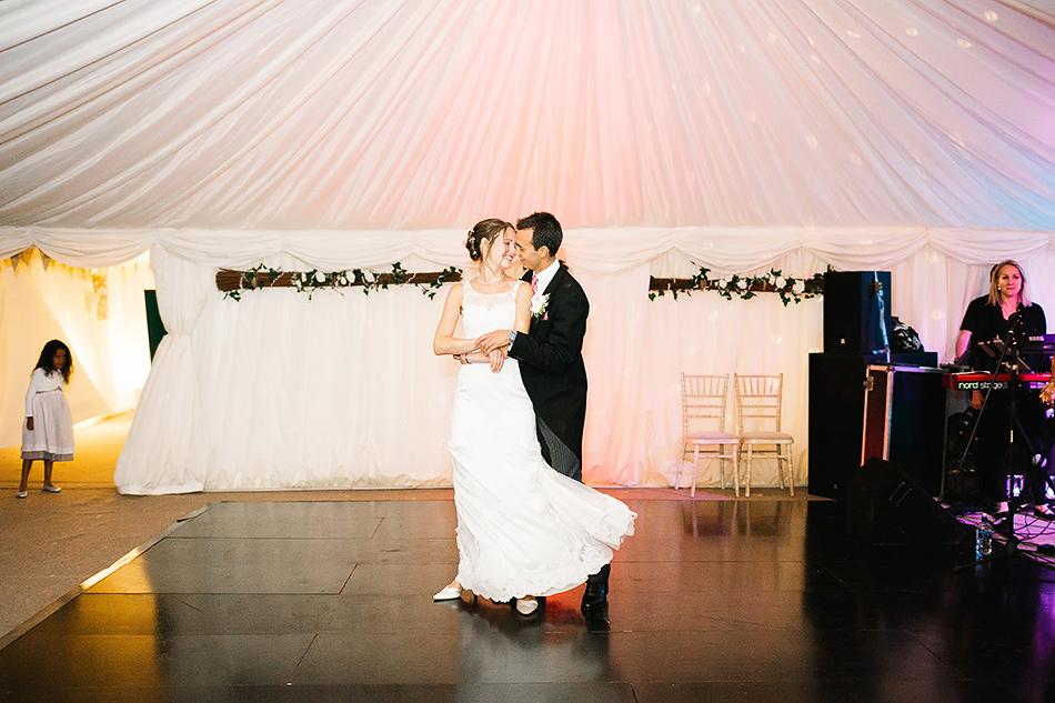 brisbane wedding photographer first dance wedding day ideas
