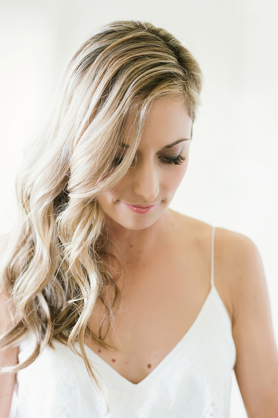 cool wedding photogrpaher bangalow and byron bay wedding photos of bride getting ready natural light