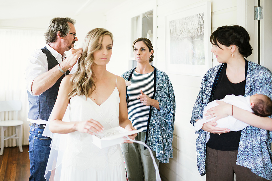 byron bay guest house getting ready with bride