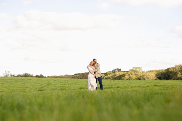 wedding photographer for field wedding