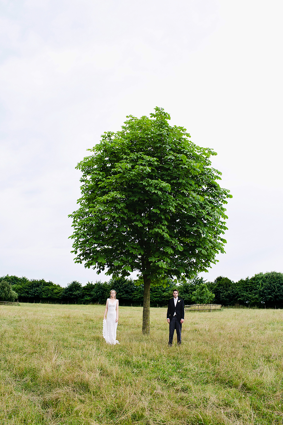 creative wedding photographer wedding photography in a field