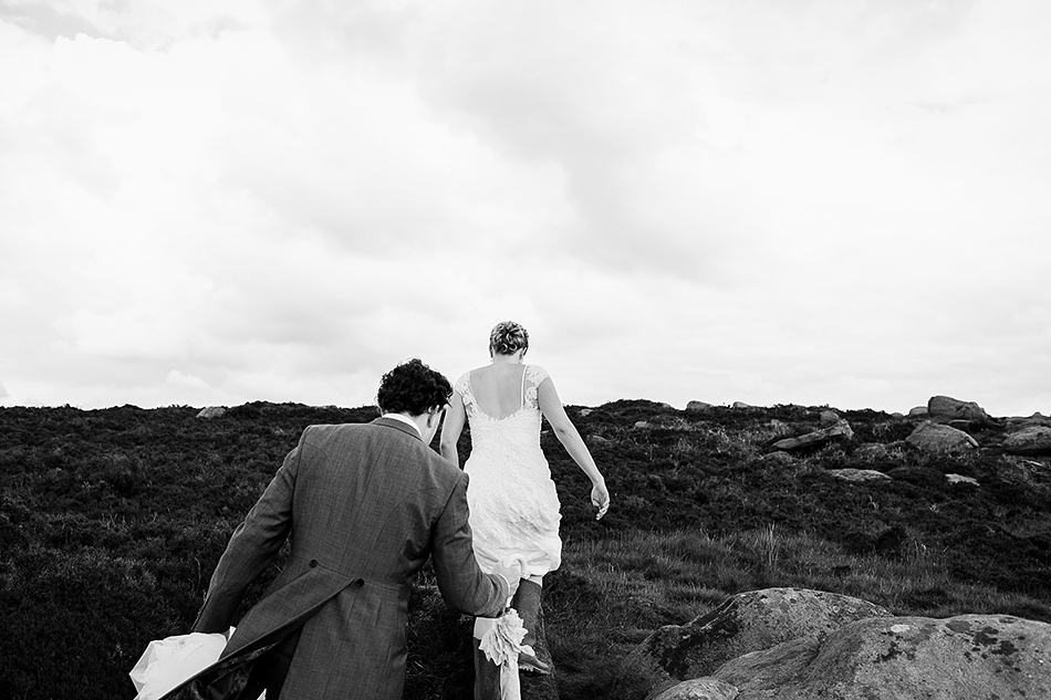 brisbane wedding photographer in a field of love black and white wedding photographer brisbane