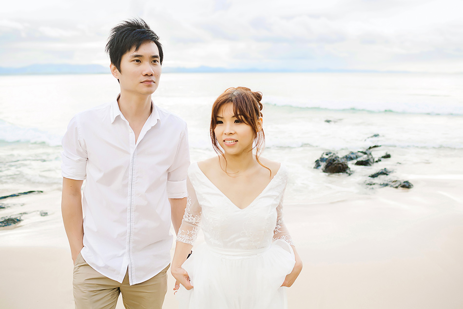 creative wedding photographer brisbane byron bay pre wedding portrait session photography at the beach