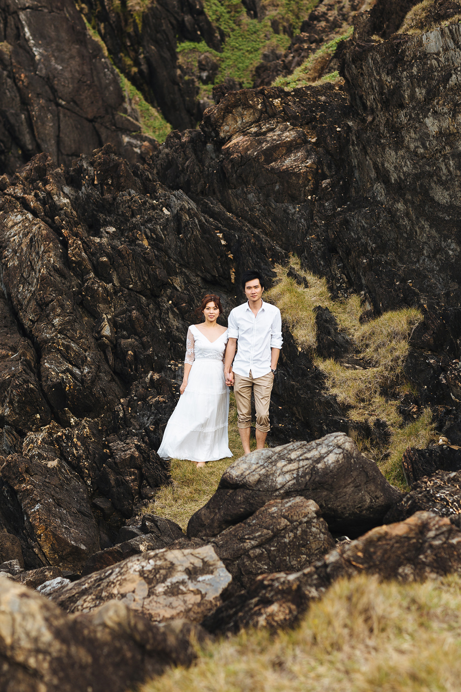 brisbane wedding photographer at a pre wedding engagement photography session at byron bay cliffs near the lighthouse