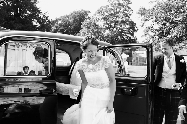 creative wedding photography reportage wedding photography brides arrival