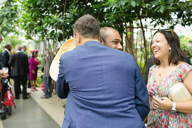 hugs with groom creative wedding photography reportage wedding photography