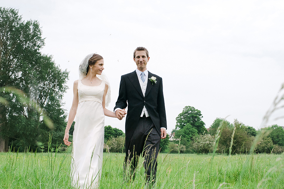 creative reportage wedding photography in a farm field diy boho outdoors tipi whiltshire 0005