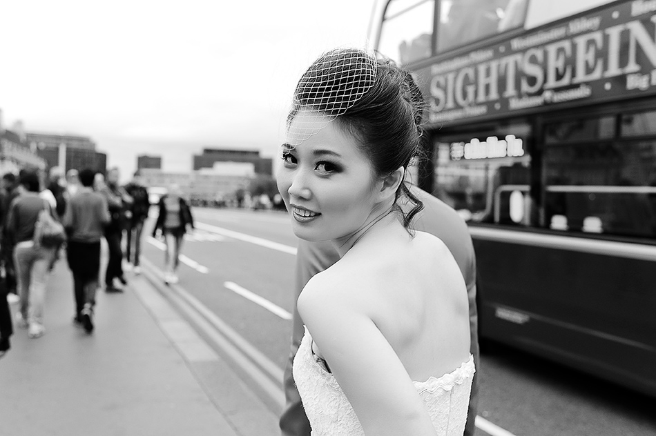 creative wedding photography reportage engagement regents park city street london 0009